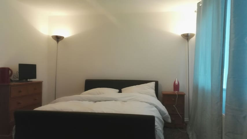 King Size Bedroom in Newton Leys - Bletchley
