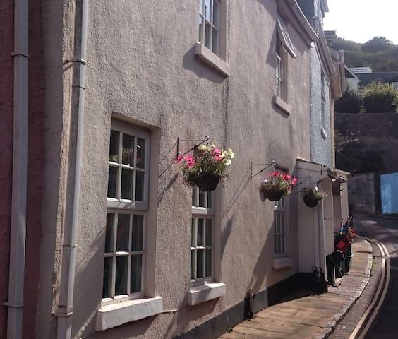 Charming Beachside Cottage - Shaldon - Huis
