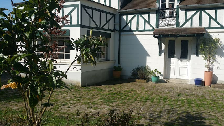 Cottage 10min from Versailles and 20min from Paris - Toussus-le-Noble - Rumah