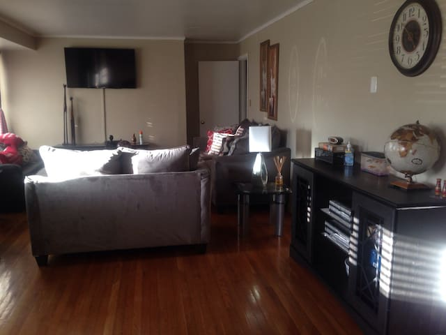 Comfy room in a beautiful home, quiet neighborhood - Hopewell - Casa