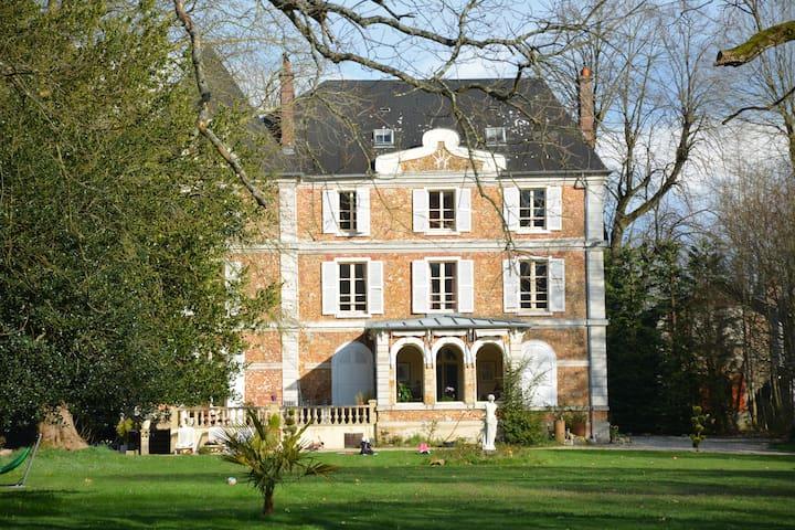 Chambres dans chateau au coeur du Vexin - Aincourt - Pension