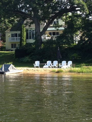 Lakefront with water toys, 16 guests near GR - Rockford - Haus