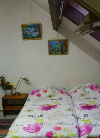 Cozy Attic room - Diemen - Bed & Breakfast