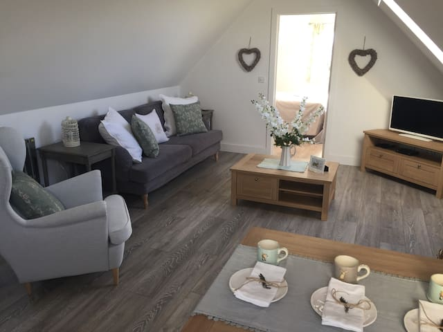 The March Hare, a beautiful Cotswold Annexe - Poulton