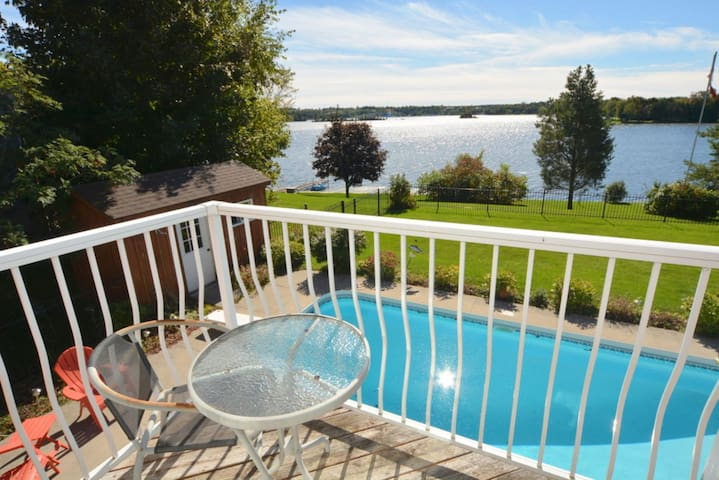 4 Season Luxury Home, Chemong Lake - Omemee - Hytte