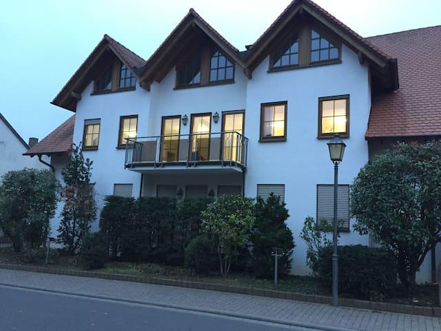Ferienzimmer in idyllischem Weinort - Undenheim - Departamento
