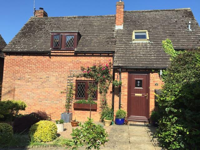 Modern Country Family Home - Mollington - Casa