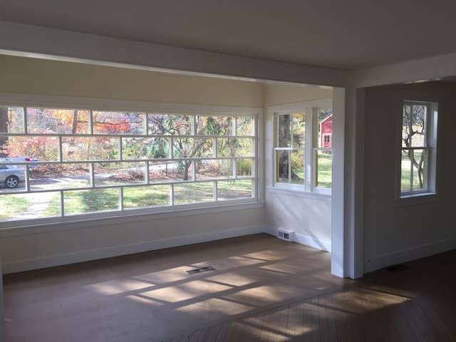 COMING SOON! Modern guest suite in 1889 farmhouse - New Milford - Leilighet