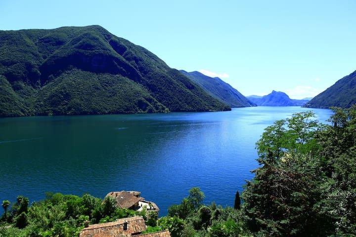 180 degree views of Lake Lugano and mountains - San Mamete - Apartamento