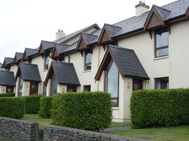 Seascape Cottages  - 3 Bedroom House sleeps 6 - Schull - Talo