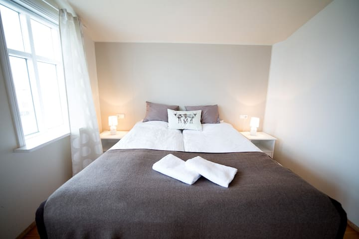 Charming room in a historical house - Akranes - Dom