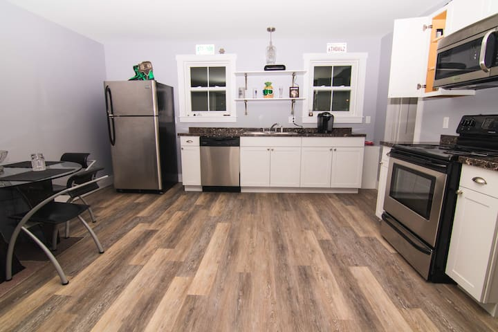 Hip, renovated, downtown Lincoln apartment - Lincoln - Daire