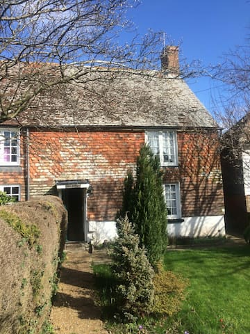 Old Sussex cottage in 1066 country - Windmill Hill - 단독주택