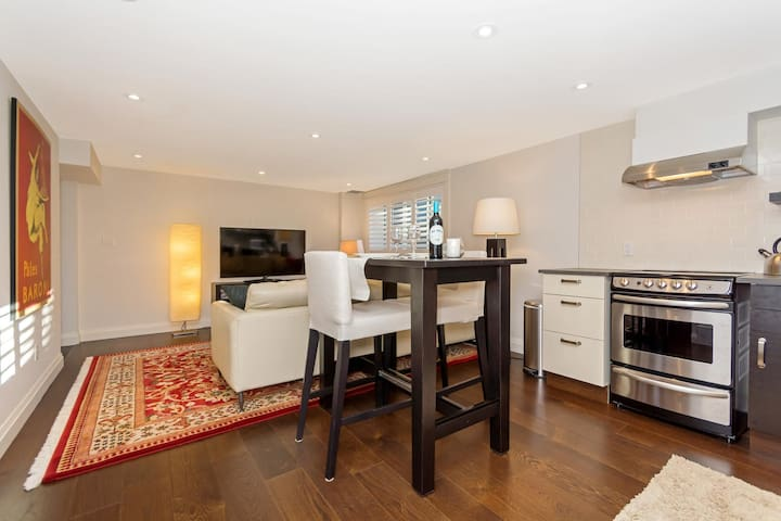 2 Bedroom, Bright and Private Accomodations - Georgetown - Appartement
