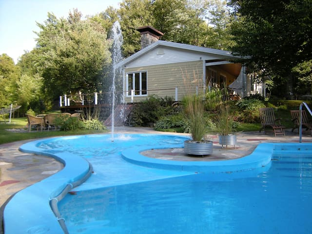 Nature haven 20 min.from Québec city (heated pool) - Sainte-Marie - Hus
