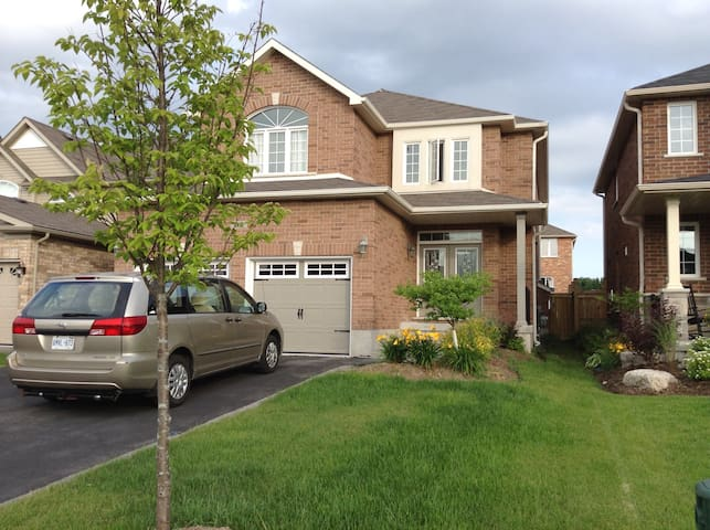 Your Cozy Home away from Home - Barrie - Vila