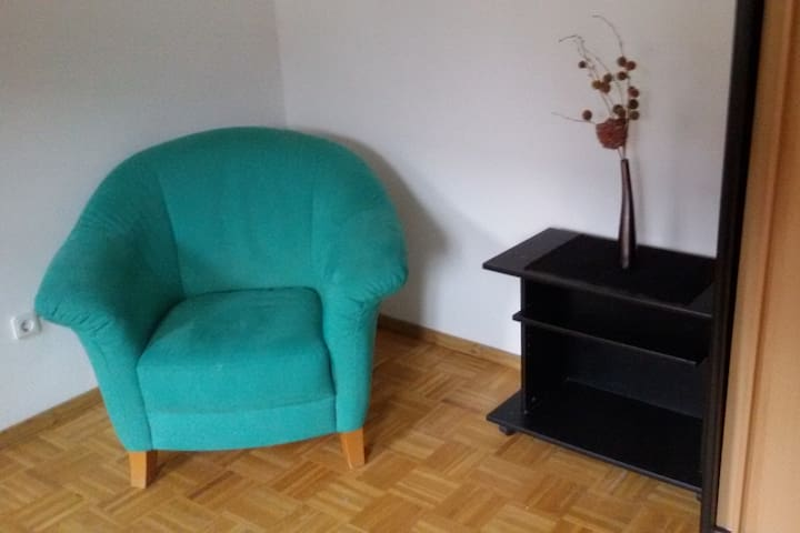 Freundliches Zimmer in Bauernhaus - Wolnzach - Ev