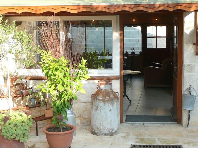 gîte, chambres d'hôtes lieu paisible près de Niort - Échiré - Huis