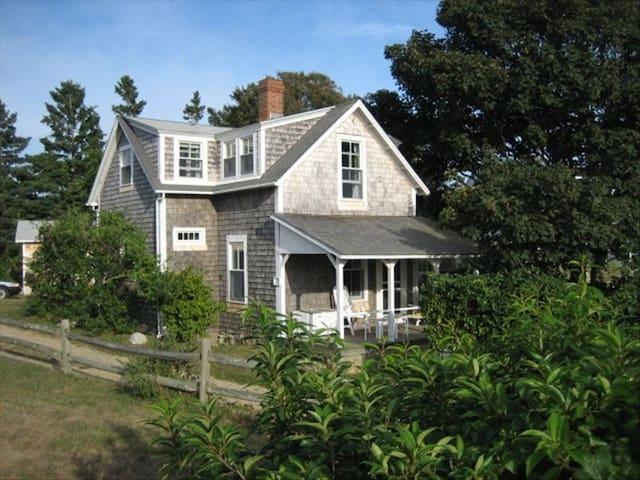 Martha's Vineyard Waterview Cottage - Chilmark - Huis