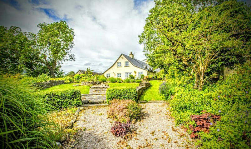 RUSTIC RURAL FARMHOUSE RETREAT - Lower Machen - Casa