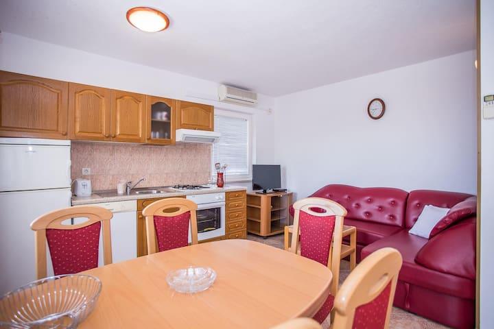Apartments Arnerić / One Bedroom A2 - Postira