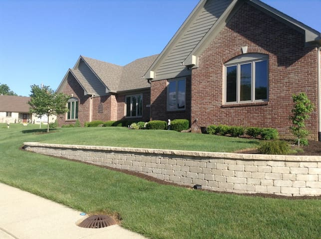 Comfortable accomadations in suburban home. - Indianapolis - Huis