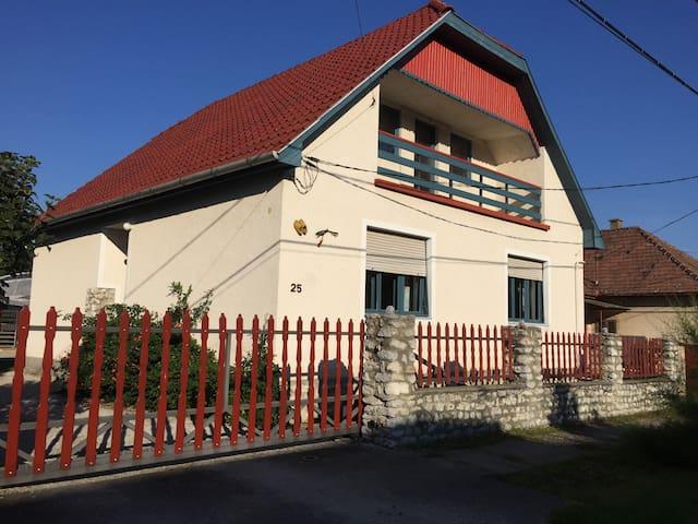 Tulipan Haz - Szilvásvárad - Hus