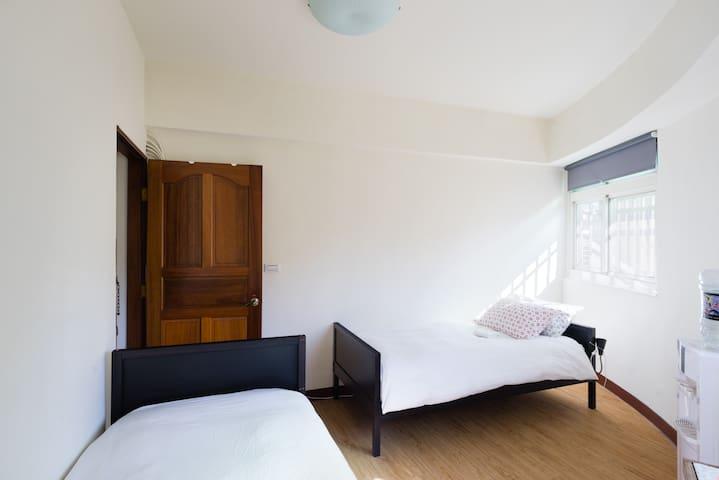 好睏新竹bnb雙床雅房(竹中火車站旁) 2Single Beds含早餐 - 新竹縣