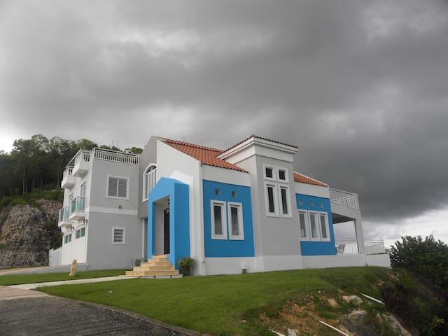 Villa El Monte casa completa duermen 15 - Vega Baja - Bed & Breakfast