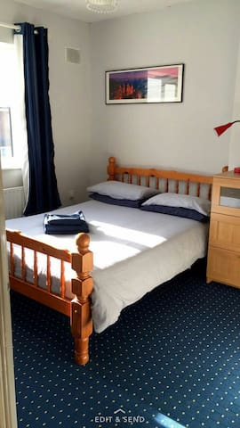 Double room and private bathroom - Lucan - Дом