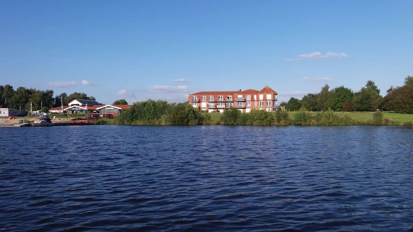 Wohnung mit Seeblick und Garten am Timmeler Meer - Großefehn-Timmel - Daire