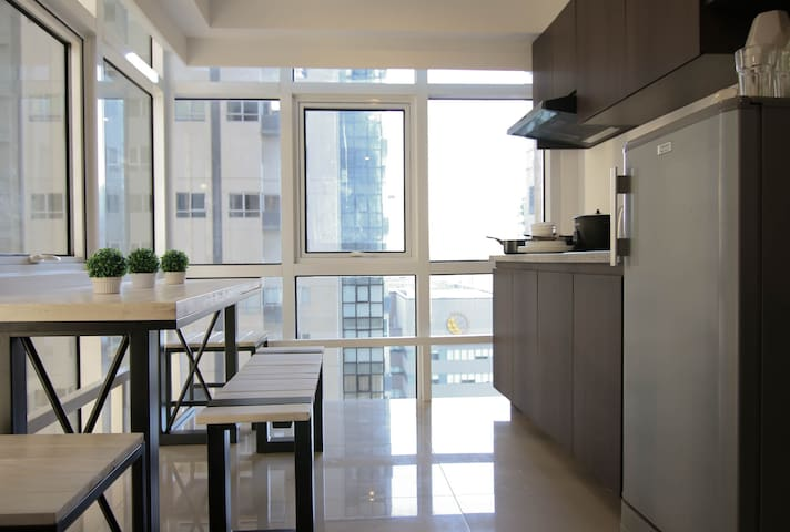 Sleeps 5!  New 2 Bedroom value LOFT Fort BGC! - Taguig - Apartmen