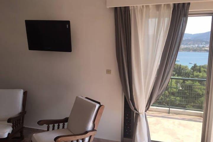 Cozy seaview flat near Airport!! - Porto Rafti - Apartamento