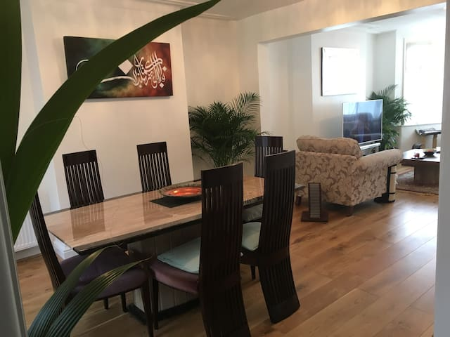 Private room in lovely modern house N12 - Lontoo
