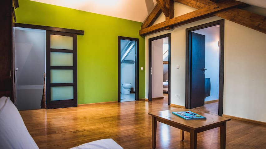 Private bedroom on separate floor - Yutz - Casa