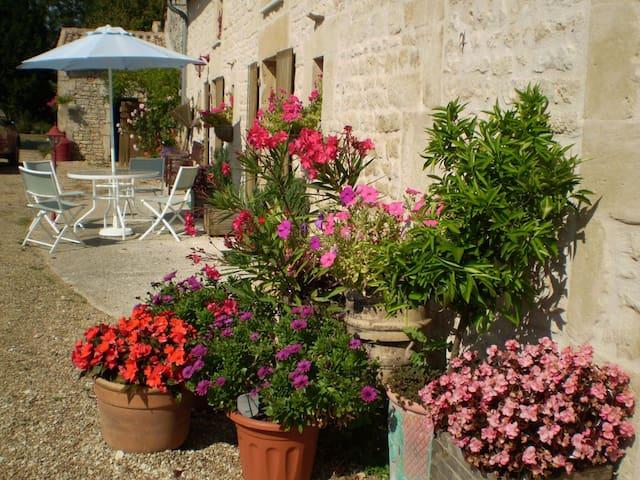 L'Hirondelle, 4 bedroom gite in Poitou-Charentes - Sauzé-Vaussais - Casa