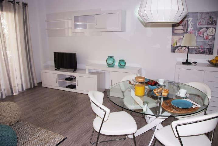 Renovado Apartamento a 1 minuto de la playa - S'Illot - Departamento