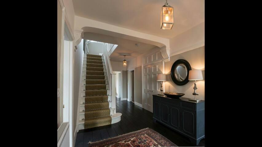 Charming detached house - Carmarthen