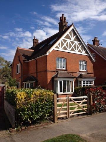 4-bdrm Edwardian home, Surrey Hills - Cranleigh - Casa