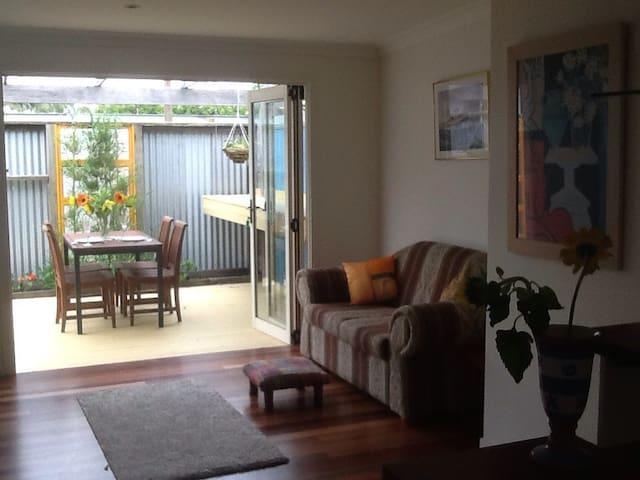 Private ,Ballina Island apartment . - Ballina