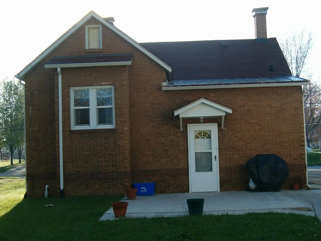Ranch Home close to SIUE and Downtown ST. Louis - Edwardsville - Huis