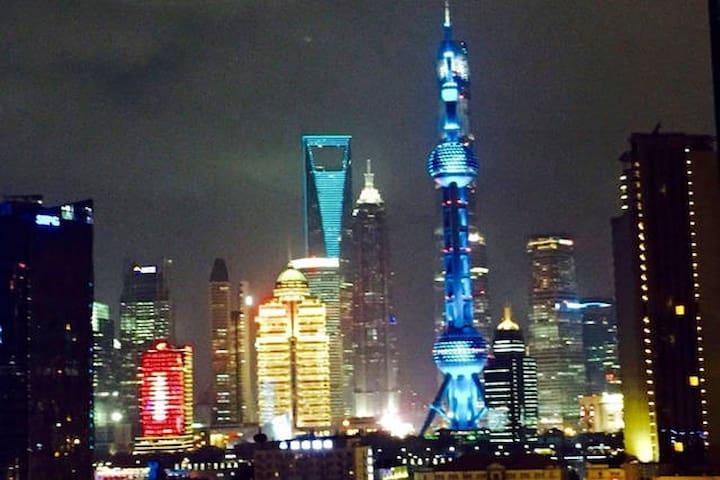 【新房源特惠】The Bund 外滩黄浦江边温馨江景房(有两张床哦) - Shanghai - Appartement