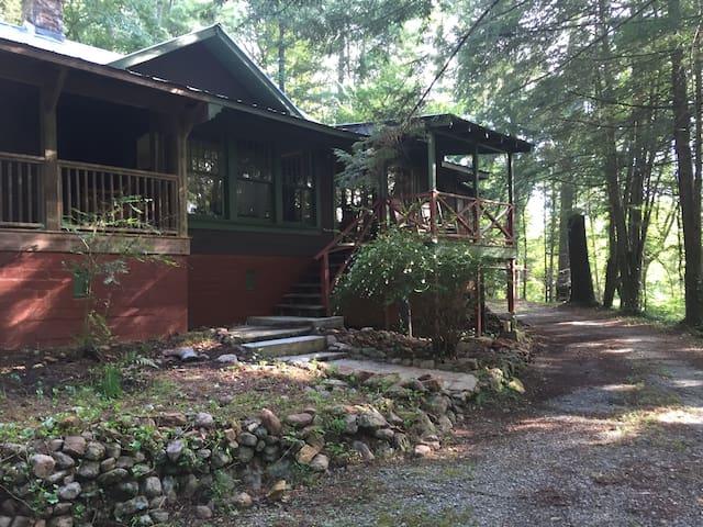 Historic Cabin Near Lake Rabun! 3 Bedroom/2 Bath - Lakemont