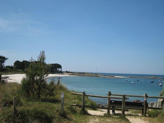 Grande maison, la plage à pied, 400m  (free WIFI) - Trégunc - Huis