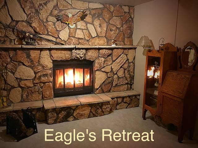 """Eagle's Retreat"" Vacation Cottage - Gladstone"