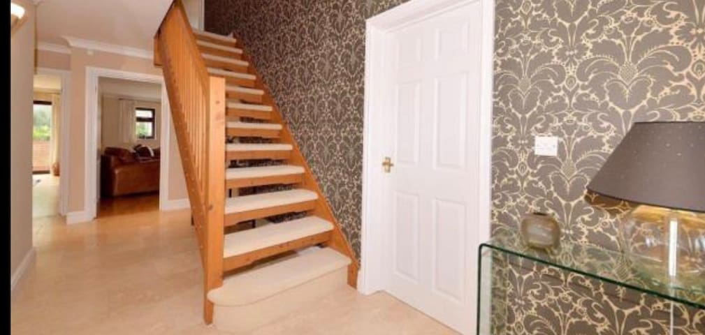 Modern Ensuite Double Room with King Size Bed - Bromsgrove - Ház