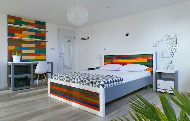Room A: 1 Blk from Sea: Room+Breakfast+Terrace! - Budva - Leilighet