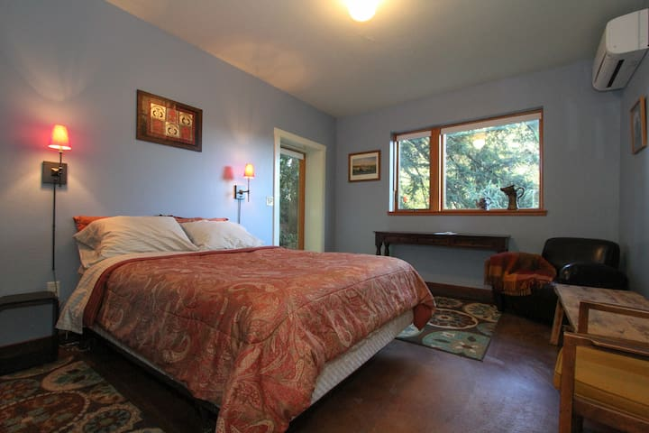 Private ranch retreat in the redwoods. - Occidental - Huis