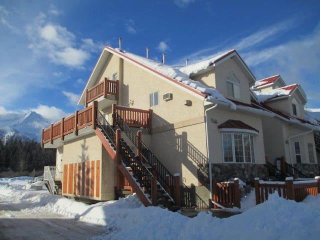 Beautiful suite minutes from ski hill - Fernie