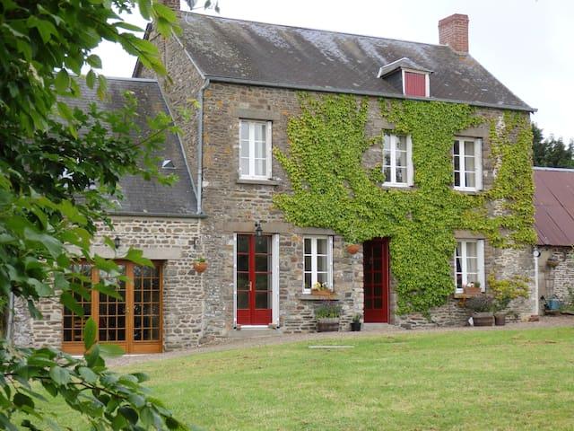 Farmhouse in Normandy countryside - Pierrefitte-en-Cinglais